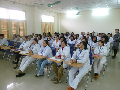 Local Vietnamese doctors listen to lecture