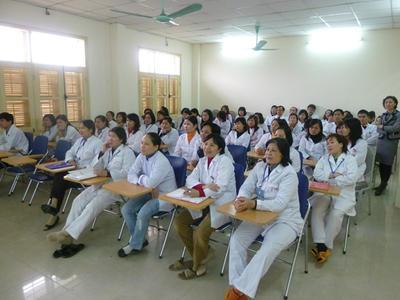 Local Vietnamese doctors listen to lecture