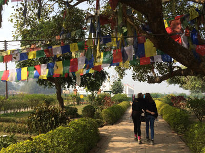 Volunteers explore Nepal