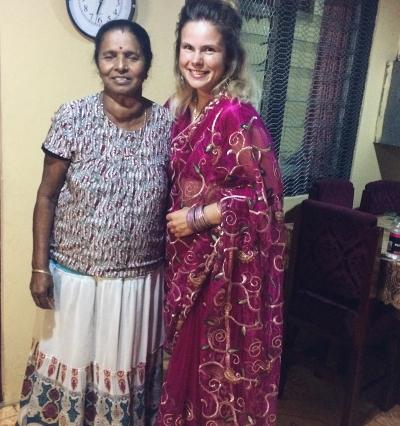 Volunteer with host mom in Fiji
