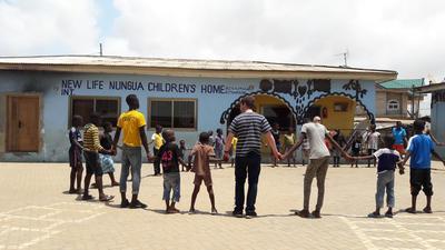 Volunteers and Ghanaian children link hands