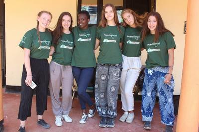 Medicine High School Special volunteers in Tanzania