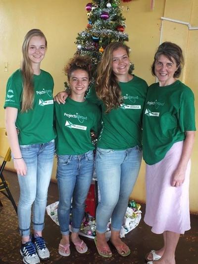 Medicine volunteers in Jamaica