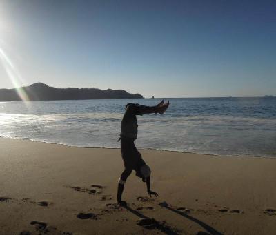 Volunteer at the beach in Costa Rica