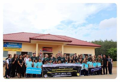 Care & Conservation volunteers outside a school in Thailand