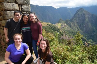 Volunteers visiting Machu Pichu on a weekend trip