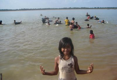 Volunteer day trip with orphans in Cambodia