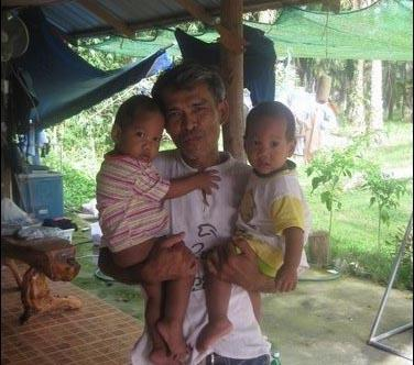 Jamnong and children