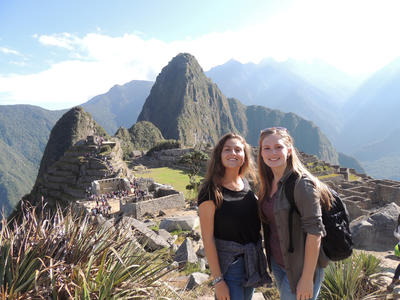 Volunteers visit Machu Picchu for their weekend trip