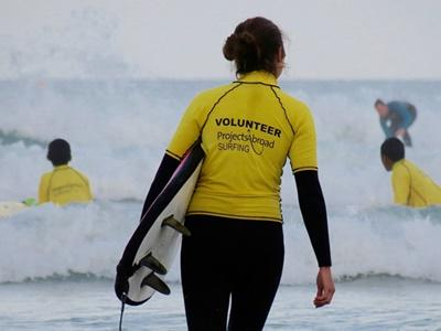 Volunteers prepare for a surfing session