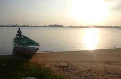 Volunteer beach trip in Ghana