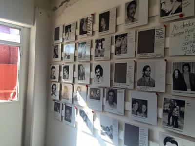 Volunteers visit the Che Guevara house in Argentina