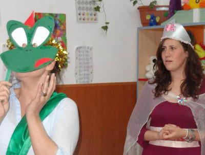 Volunteer drama production in Romania