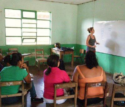 Volunteer taking an English lesson in Costa Rica