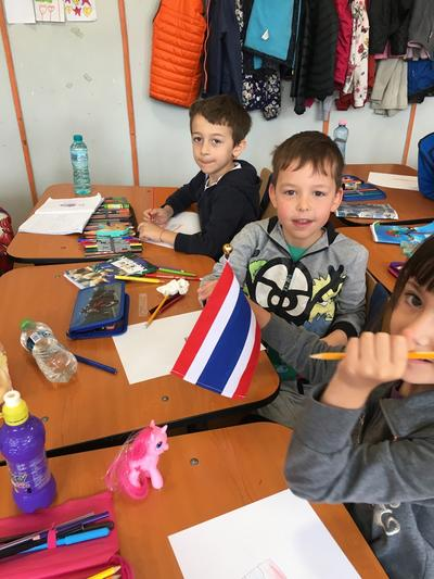 Students drawing and colouring in flags on a volunteer Teaching Project in Romania