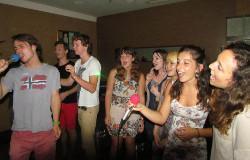 Volunteer karaoke