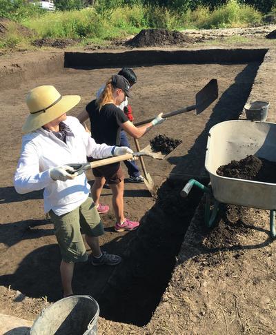 Archaeology volunteers working in Romania