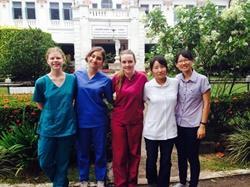 Grupo de voluntarias de medicina en Sri Lanka