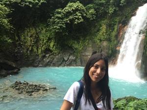 Voluntaria en Río Celeste en Costa Rica