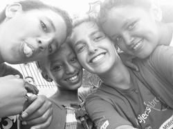 Voluntaria de Projects Abroad con niños del proyecto de trabajo social en Marruecos