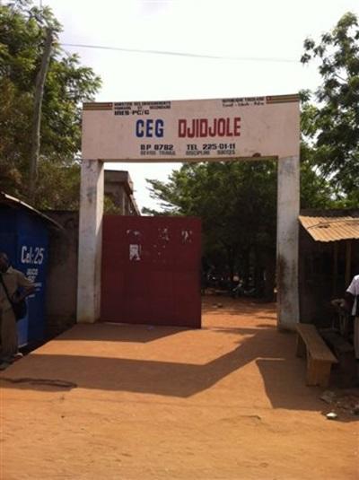 Aider dans une école au Togo