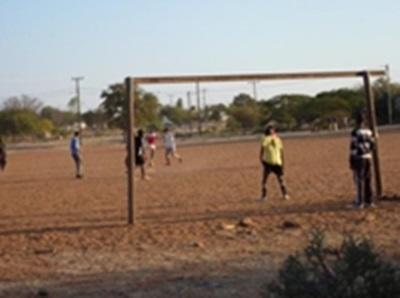 Un match de foot contre les locaux