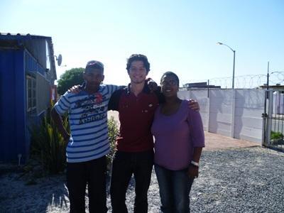 Avec Natalie Swartz et Neville Williams, de l'association Vrygrond
