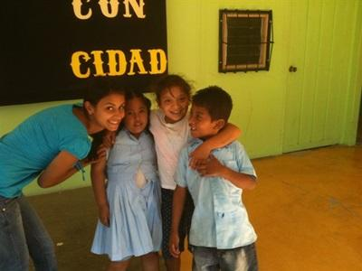 Avec les enfants Costaricains