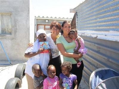 Chloé et Martine dans une crèche du Cap