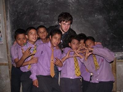 Aider les élèves népalais dans l'apprentissage du français