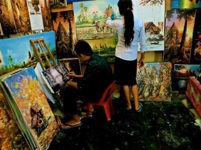 Visite d'artisants locaux au Cambodge