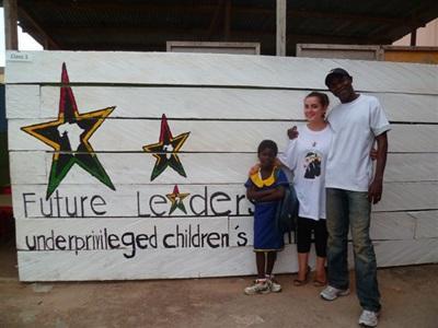 Julie dans le centre pour enfants défavorisés