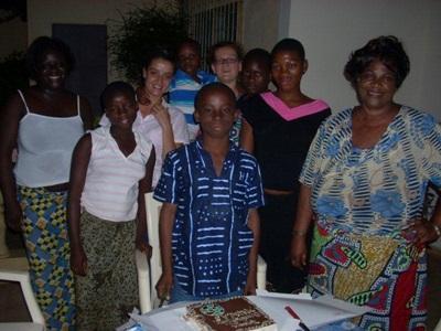 La volontaire dans sa famille d'accueil