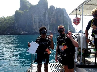 Mahéva lors d'une plongée en Thaïlande