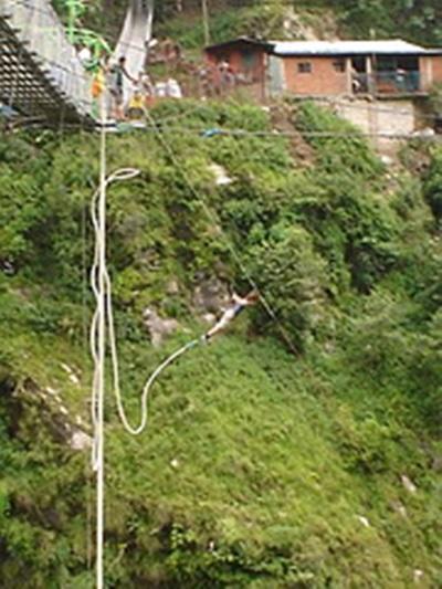 Marie Gudin, Nepal. Saut à l'élastique