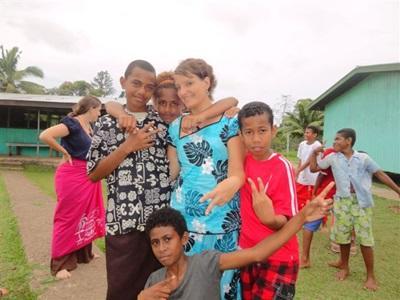 Action humanitaire dans un orphelinat aux Fidji