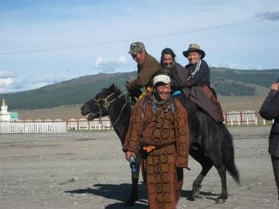 Droit, Mongolie par Naomi Marienneau