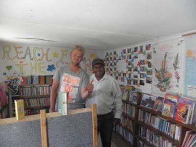 Niels et Deen, le responsable du projet construction