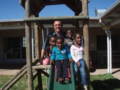 Pierre, volontaire dans une crèche d'un township sud-africain