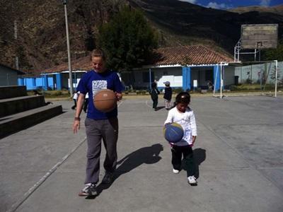 Cours de basket au Pérou