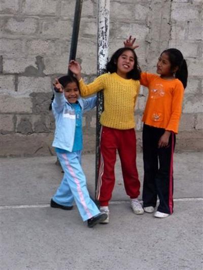 jeunes Péruviennes sur le terrain de sport