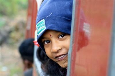 enfant sri-lankais dans le train