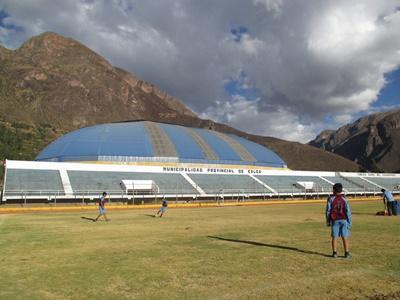 Il campo da calcio dove si svolgono gli allenamenti del progetto di volontariato sportivo nella Valle Sacra in Perù