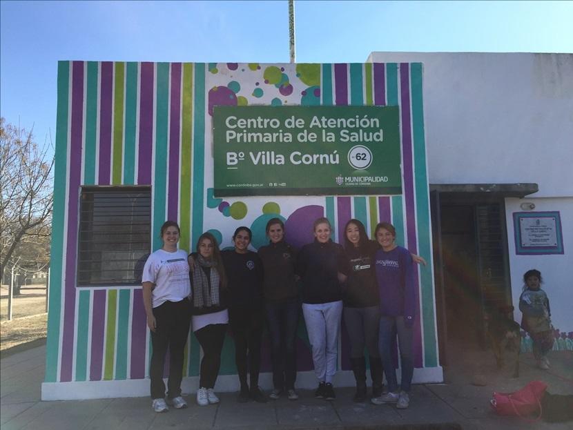 Foto di gruppo dopo pittura centro di salute a Cordoba