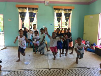 子供たちと一緒に過ごしたフィジーでの高校生ボランティア