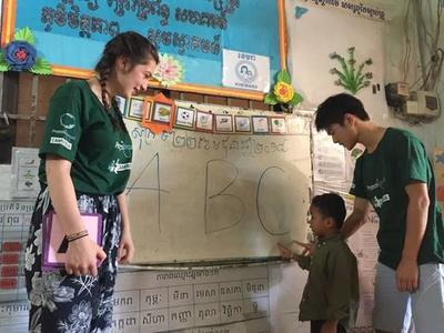 高校生ボランティアとして子供に勉強を教えたケア&コミュニティプロジェクト