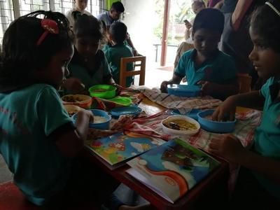 子供たちにも直接かかわったスリランカの医療ボランティア