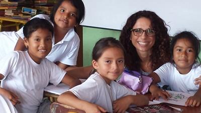 Voluntaria de enseñanza con Projects Abroad junto con alumnos