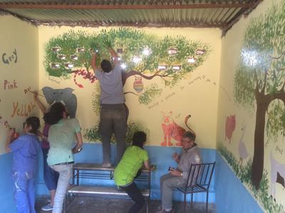 Vrijwilligers muurschildering groepsreis nepal