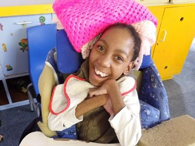Meisje op sociaal project in Zuid-Afrika